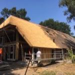 Rietdekken van uitbouw Beilervaart